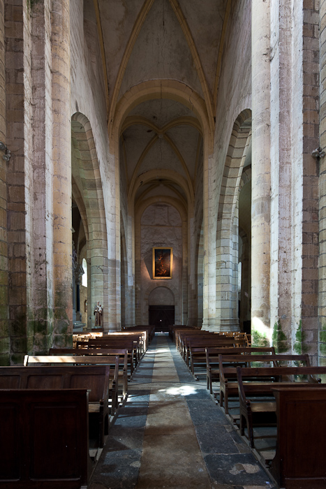 Nave facing west, Église Saint Menoux, Saint Menoux (Allier) Photo by Dennis Aubrey