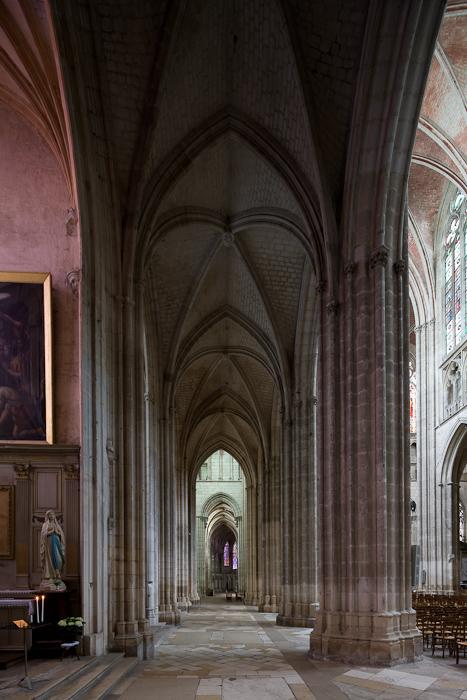 North side aisle, Cathédrale Saint Etienne, Auxerre (Yonne) Photo by Dennis Aubrey