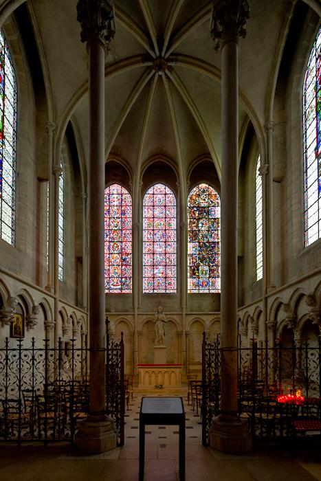 Apsidal chapel, Cathédrale Saint Etienne, Auxerre (Yonne) Photo by Dennis Aubrey