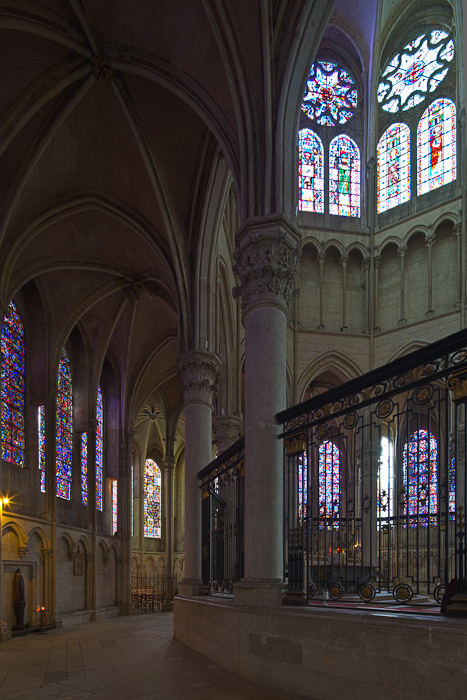 Ambulatory, Cathédrale Saint Etienne, Auxerre (Yonne) Photo by Dennis Aubrey
