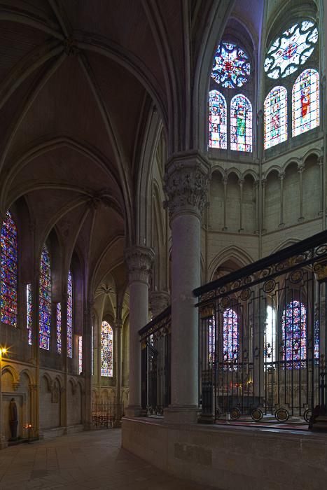 Ambulatory, Cathédrale Saint Etienne, Auxerre (Yonne) Photo by Dennis Aubrey
