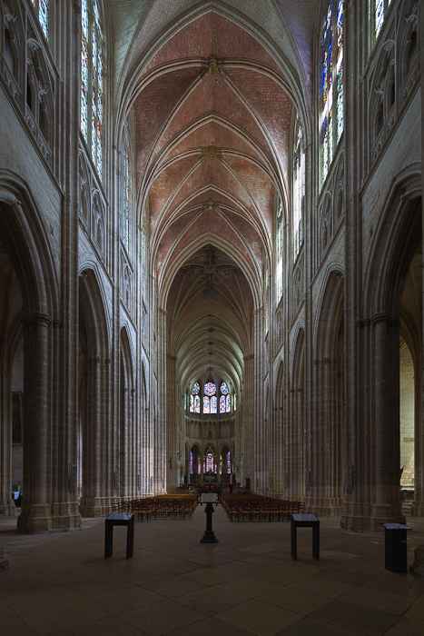 Nave, Cathédrale Saint Etienne, Auxerre (Yonne)  Photo by Dennis Aubrey