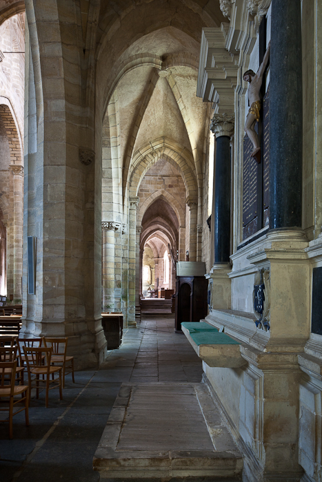 South side aisle, Église Saint Menoux, Saint Menoux (Allier) Photo by PJ McKey