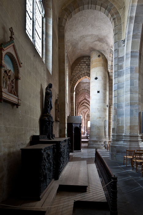 North side aisle, Église Saint Menoux, Saint Menoux (Allier) Photo by PJ McKey