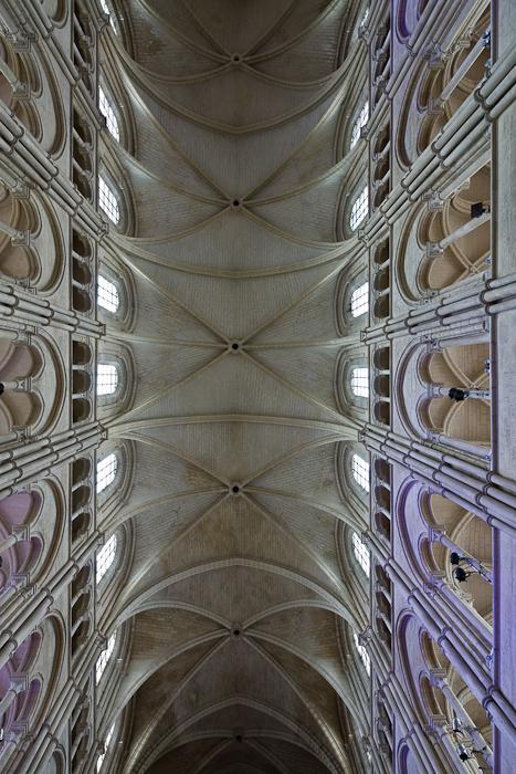 Sexpartite vault, Cathédrale Notre Dame de Laon, Laon (Aisne)  Photo by Dennis Aubrey