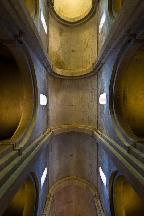 Banded barrel vault, Cathédrale Saint-Trophime, Arles (Bouches-du-Rhône)  Photo by Dennis Aubrey