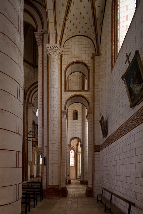 Side aisle, Collégiale Saint-Pierre, Chauvigny (Vienne)  Photo by Dennis Aubrey