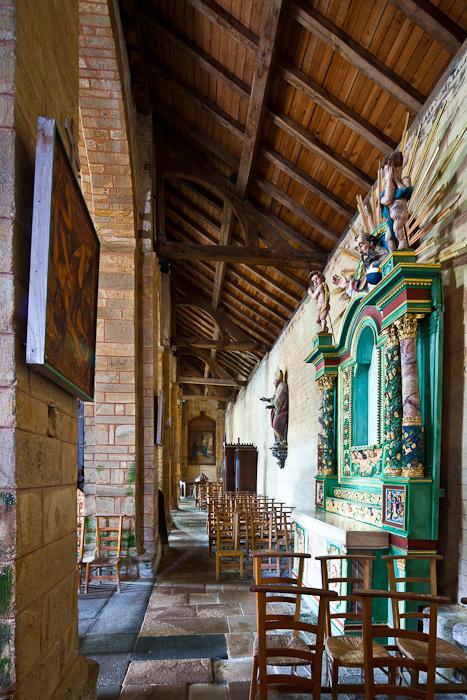 North side aisle, Abbaye Notre-Dame de Daoulas, Daoulas (Finistère)  Photo by Dennis Aubrey