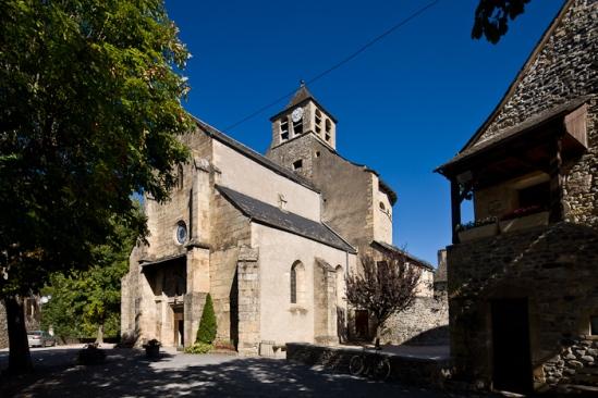 Église Sainte-Eulalie-de-Cerson, Sainte-Eulalie-d'Olt (Aveyron)  Photo by Dennis Aubrey