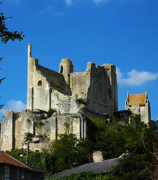 Chateau d'Harcourt, Chauvigny (Vienne)  Photo by Cosmos (CHAUVIGNY DANS LA VIENNE)