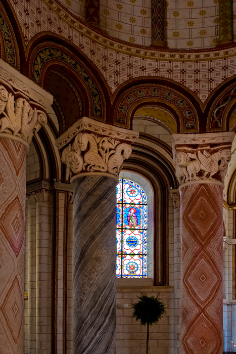 Chancel capitals, Collégiale Saint-Pierre, Chauvigny (Vienne) Photo by Dennis Aubrey