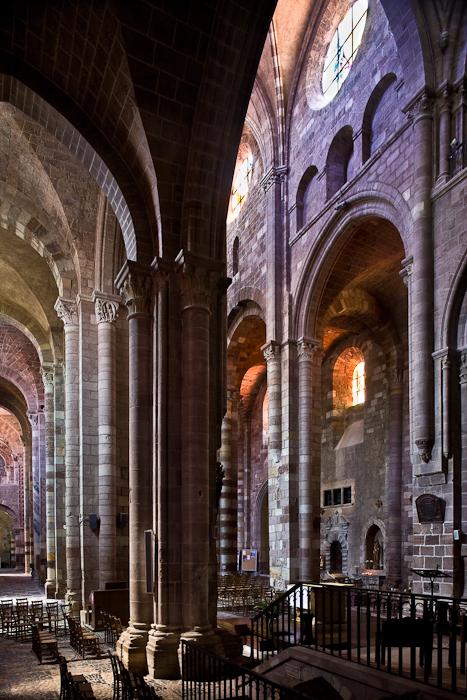 Nave arcades, Basilique Saint Julien, Brioude (Haute-Loire) Photo by PJ McKey