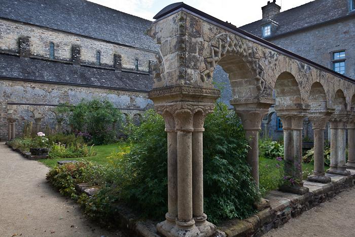 Cloister, Abbaye Notre-Dame de Daoulas, Daoulas (Finistère)  Photo by PJ McKey