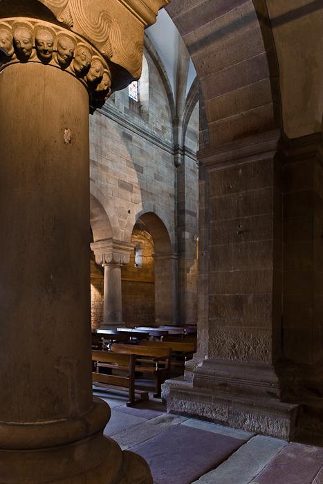 Chapiteau à têtes, Eglise Saint Pierre et Saint Paul, Rosheim (Bas-Rhin) Photo by PJ McKey