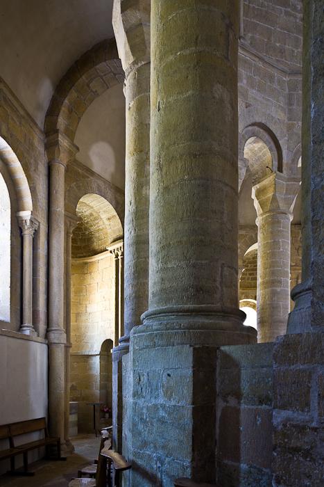 Ambulatory, Église Sainte-Eulalie-de-Cerson, Sainte-Eulalie-d'Olt (Aveyron)  Photo by PJ McKey