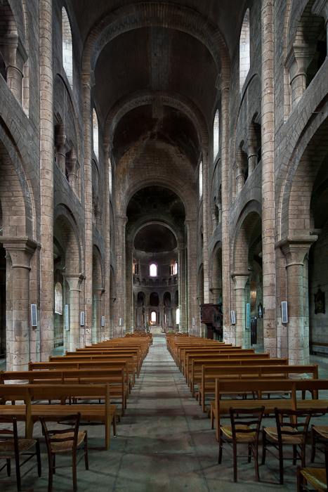 Nave, Église Saint-Etienne, Nevers (Nièvre)  Photo by Dennis Aubrey