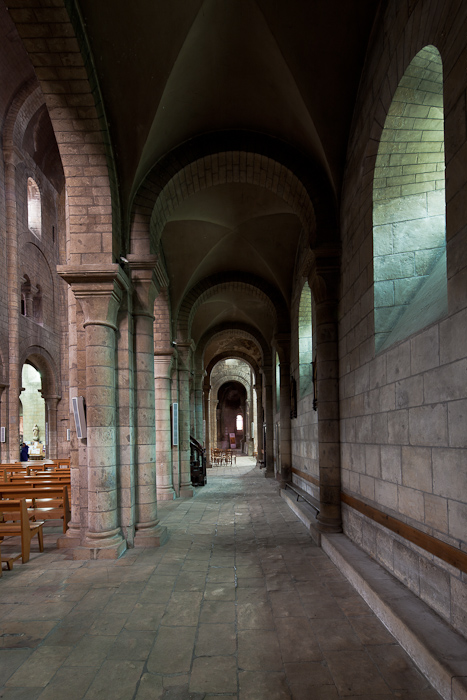 Side aisle, Église Saint-Etienne, Nevers (Nièvre)  Photo by Dennis Aubrey