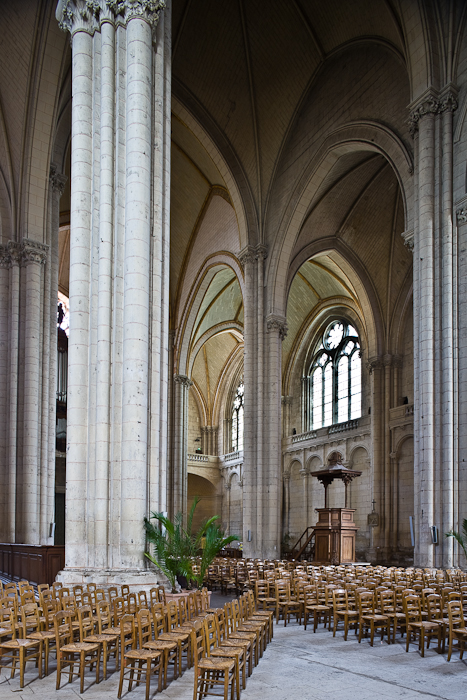 Transept,  Cathédrale Saint Pierre, Poitiers (Vienne) Photo by PJ McKey