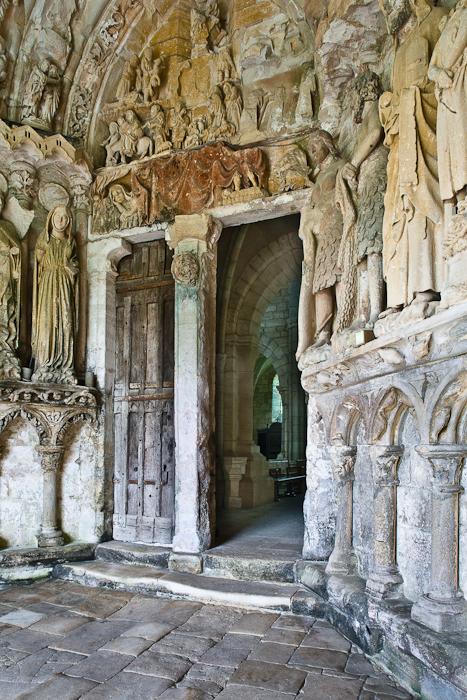 Portal, Eglise Notre Dame de l'Assomption, Mont-devant-Sassy (Meuse) Photo by PJ McKey