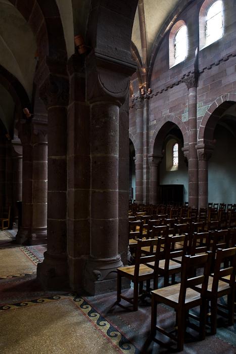 Nave arcade, Église Sainte Foy, Sélestat (Bas-Rhin) Photo by PJ McKey