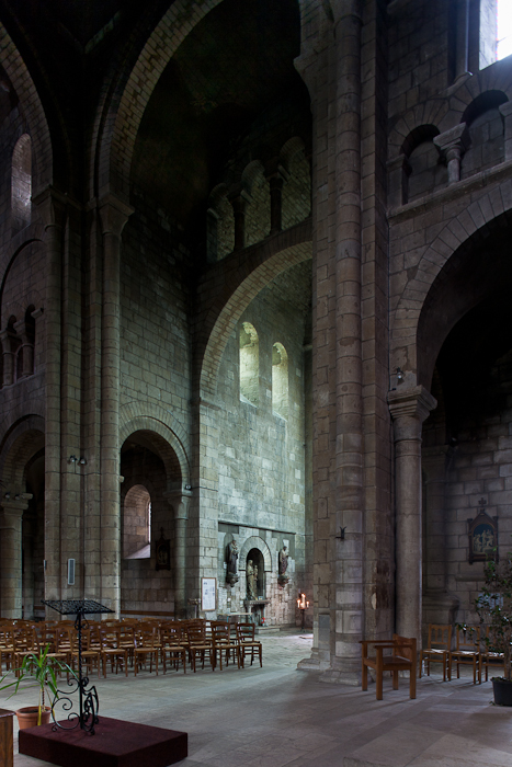 Transept, Église Saint-Etienne, Nevers (Nièvre)  Photo by PJ McKey