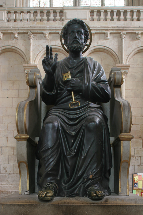 Statue of Saint Peter, Cathédrale Saint Pierre, Poitiers (Vienne)  Photo by Dennis Aubrey