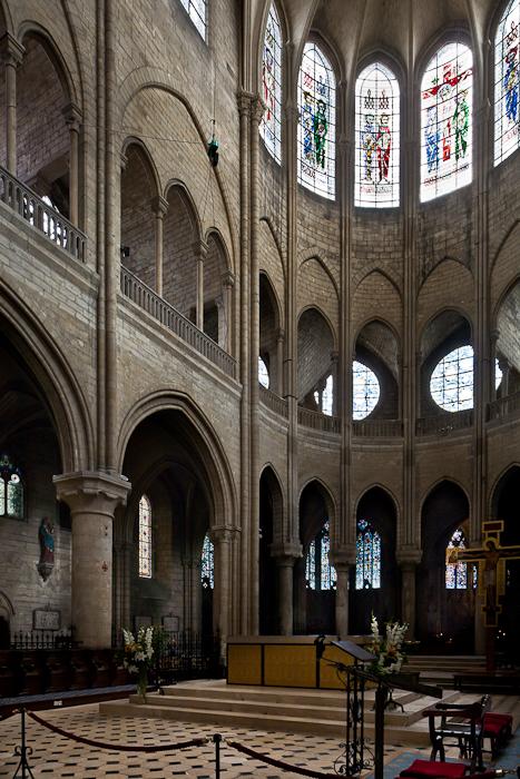 Chancel, Collégiale Notre-Dame, Mantes-la-Jolie (Yvelines) Photo by PJ McKey