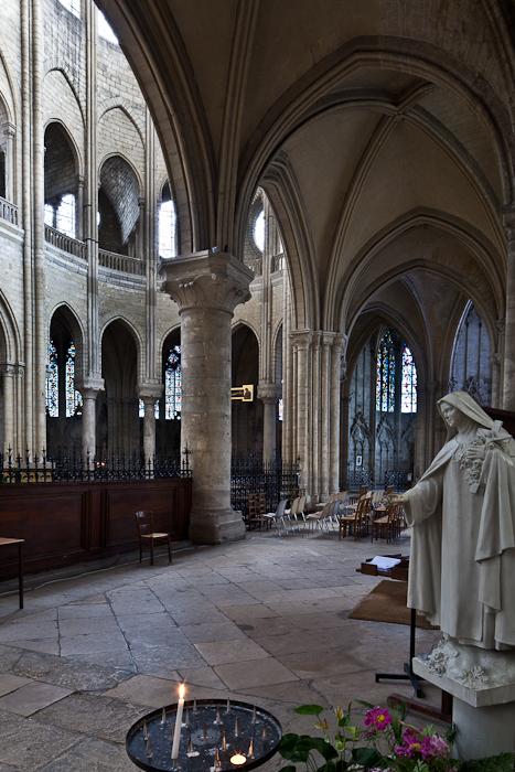 Chapel, Collégiale Notre-Dame, Mantes-la-Jolie (Yvelines) Photo by PJ McKey