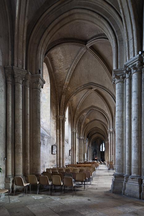 Side aisle, Collégiale Notre-Dame, Mantes-la-Jolie (Yvelines) Photo by PJ McKey