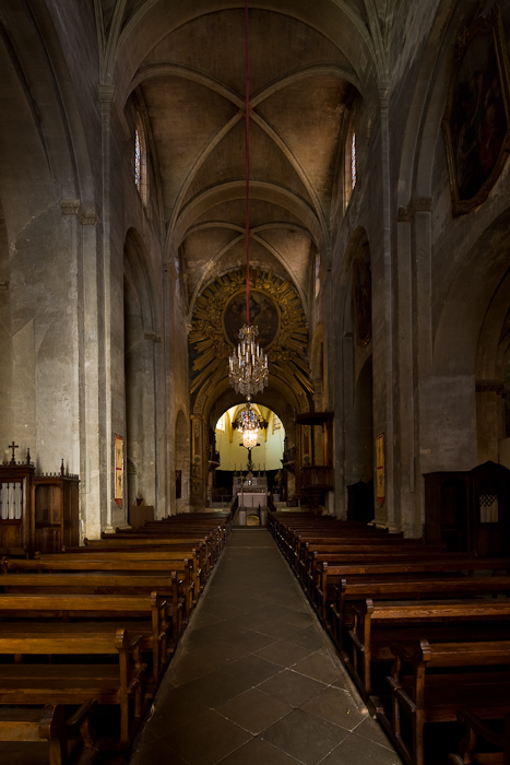 Nave, Basilique Saint-Anne d'Apt, Apt (Vaucluse)  Photo by Dennis Aubrey