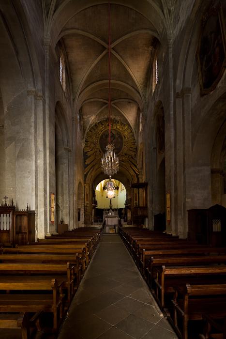 Nave, Basilique Saint-Anne d'Apt, Apt (Vaucluse)  Photo by Dennis Aubrey
