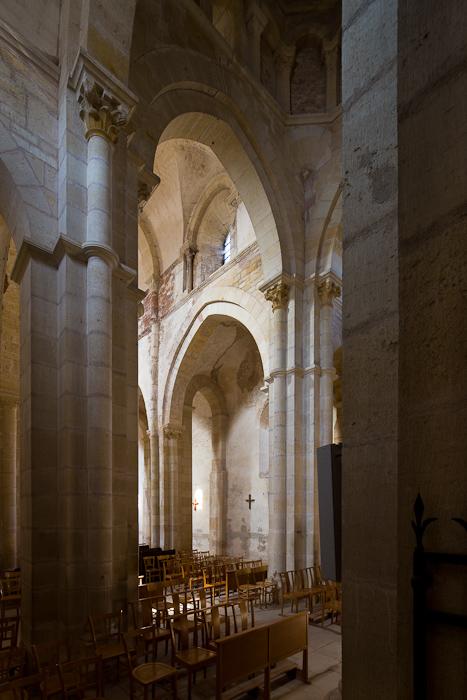 Crossing arch and nave, Église Saint Paul de Châteauneuf, Chateauneuf (Saône-et-Loire) Photo by Dennis Aubrey