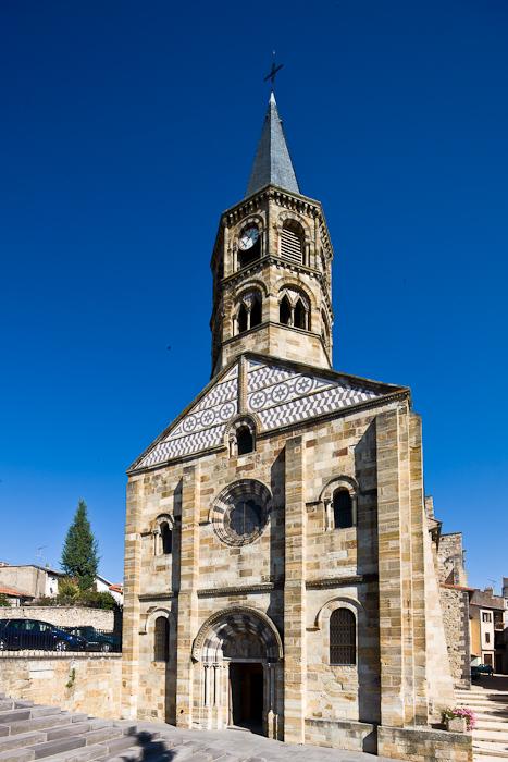 Église Saint-Martin de Cournon-d'Auvergne, Cournon-d'Auvergne (Puy-de-Dôme) Photo by Dennis Aubrey