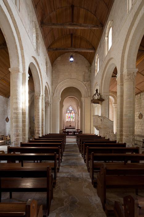 Nave, Église Saint-Sulpice, Secqueville-en-Bessin (Calvados) Photo by Dennis Aubrey