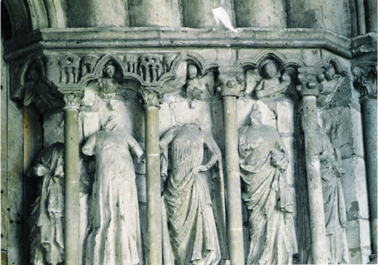 Northern porch, figures on right side of the central door, Collégiale de Candes-Saint-Martin, Candes-Saint-Martin (Indre-et-Loire) Photo by Marc Hassner