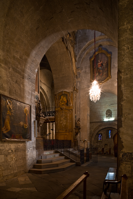 Transept, Basilique Saint-Anne d'Apt, Apt (Vaucluse)  Photo by PJ McKey