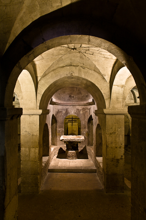 Crypt altar, Basilique Saint-Anne d'Apt, Apt (Vaucluse)  Photo by PJ McKey