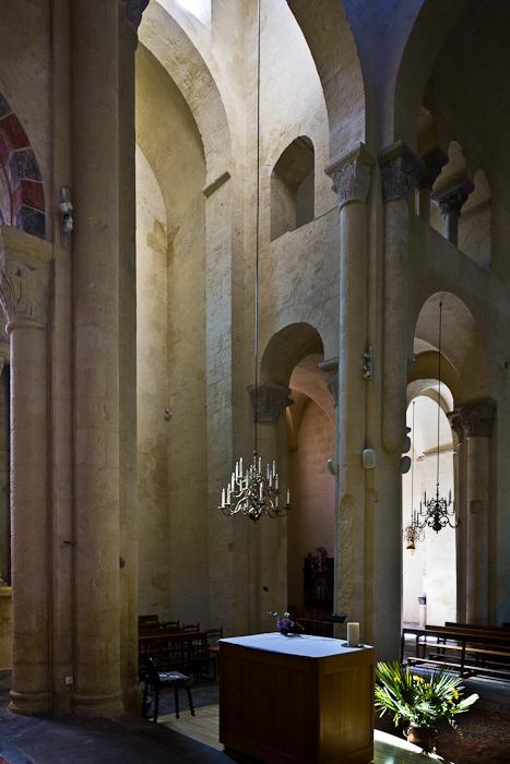 Transept, Église Saint-Martin de Cournon-d'Auvergne, Cournon-d'Auvergne (Puy-de-Dôme) Photo by PJ McKey