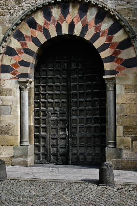 West portal, Église Saint-Julien de Chauriat, Chauriat (Puy-de-Dôme) Photo by PJ McKey