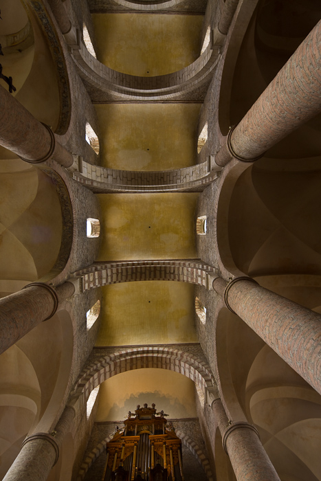 Nave transverse barrel vault, Basilique Saint Philibert, Tournus (Saône-et-Loire) Photo by Dennis Aubrey