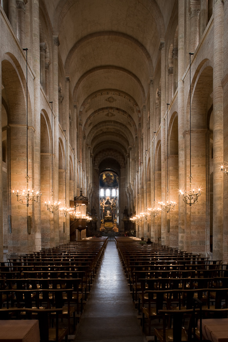 Nave, Basilique Saint Sernin, Toulouse (Haute-Garonne)  Photo by Dennis Aubrey