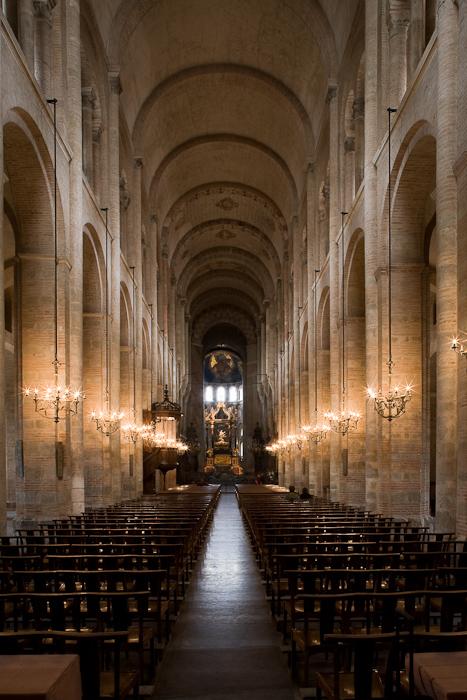 Nave, Basilique Saint Sernin, Toulouse (Haute-Garonne)  Photo by Dennis Aubrey