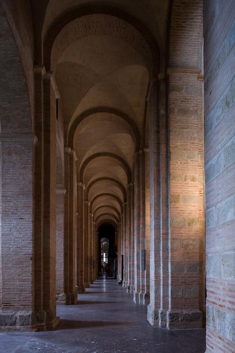 Side aisle, Basilique Saint Sernin, Toulouse (Haute-Garonne)  Photo by Dennis Aubrey