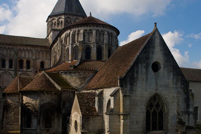 Chevet, Prieuré Notre-Dame, La Charité-sur-Loire (Nièvre) Photo by Dennis Aubrey