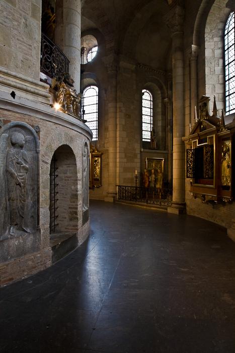 Ambulatory, Basilique Saint Sernin, Toulouse (Haute-Garonne)  Photo by PJ McKey