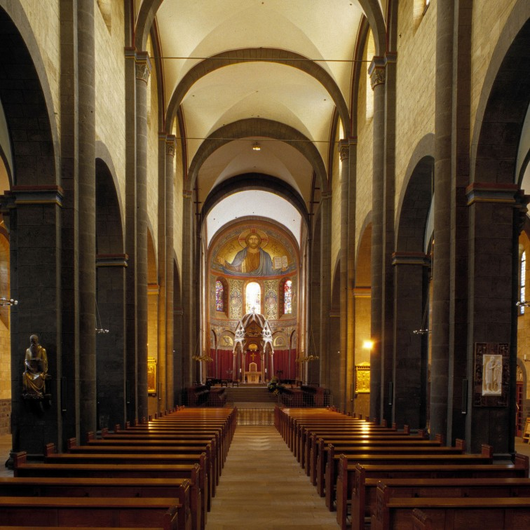 Nave, Abbey Church of Maria-Laach, Andernach (Rhineland-Palatinate) Photo by Jong-Soung Kimm