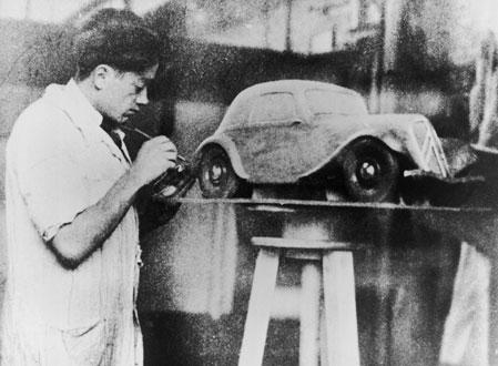 Flaminio Bertoni at work (Photo from Design Museum, London)