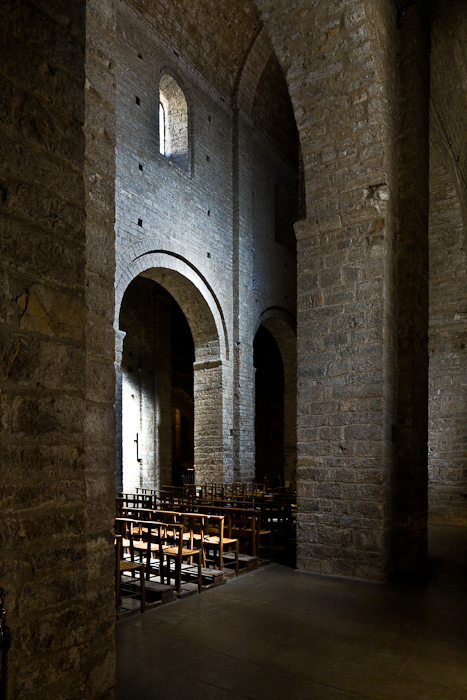 Nave elevation, Abbaye de Gellone, ‪Saint-Guilhem-le-Désert‬ (Hérault) Photo by PJ McKey