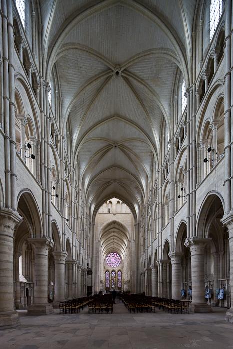 Nave, Cathédrale Notre Dame de Laon, Laon (Aisne)  Photo by Dennis Aubrey