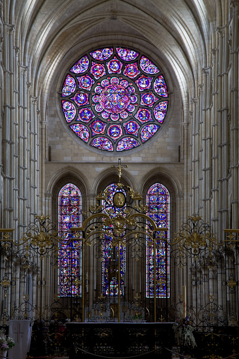 East rose window, Cathédrale Notre Dame de Laon, Laon (Aisne)  Photo by Dennis Aubrey